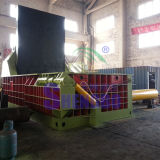 A sucata hidráulica lasca a máquina da prensa