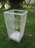 錬鉄のUmberllaの旧式で白い立場