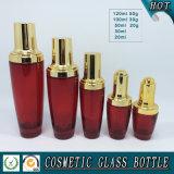 Empaquetage cosmétique en verre coloré rouge de bouteille et chocs vides crèmes de produits de beauté