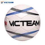 Горячий шарик футбола стежком креста конструкции спорта равнины сбывания