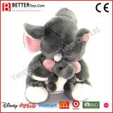 Elefante do brinquedo do animal enchido de dia de matriz