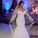 Branco mais o tamanho que perla o vestido de casamento longo da sereia