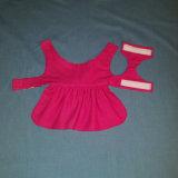 ピンクの中心が付いている犬の服