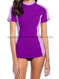 Butoir impétueux de protection UV de femme avec la chemise courte