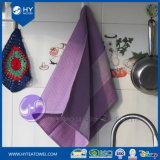 ヤーンによって染められる紫色のWaffledishの台所ふきん
