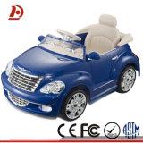Giro dell'automobile elettrica dei capretti sull'automobile/automobile del giocattolo