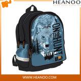 O estudante dos desenhos animados da menina do rolamento caçoa o saco de escola para o menino da criança