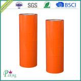 Sola cinta adhesiva anaranjada echada a un lado del embalaje del color BOPP