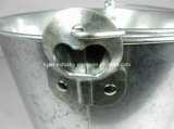 Ведро льда олова с консервооткрывателем