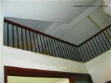 Interior de madera de la cerca de la escalera de acero Titanium