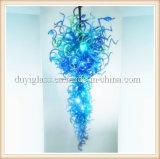 Candelabro de vidro fundido azul do ofício da decoração