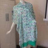 緑60のレーヨンスカーフの女性