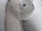 ステンレス鋼は編まれた金網にひだを付けた