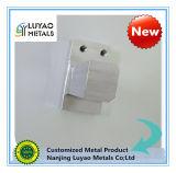 Подвергать механической обработке точности алюминиевого материала