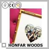 Het aantrekkelijke Gouden Houten Hart van het Frame van de Foto voor de Decoratie van de Desktop