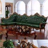 ソファーベッド(D515)が付いている旧式な木製のソファー