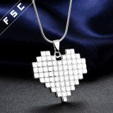 方法宝石類のシンプルな設計の中心の形のペンダントのネックレス