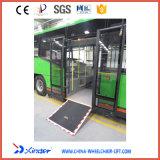 Rampa del sillón de ruedas eléctrico para el omnibus de la ciudad del Inferior-Suelo