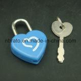 Fechamento plástico do diário da forma do coração com chave