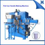 Maneta del metal que hace la máquina para la poder del cubo