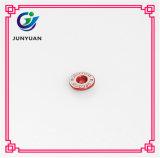 Rote Metallniet-Mikrojeans als Form-Zubehör für Kleidung