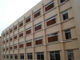 Пусковая площадка испарительного охлаждения здания используемая птицефермой с рамкой для сбывания