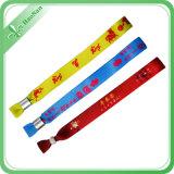 Kundenspezifisches preiswertes Festivalbuntes Gewebe gesponnene Wristbands