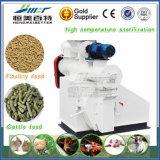 O padrão de ISO com a máquina da alimentação das aves domésticas da galinha de Aproved do Ce para faz a pelota