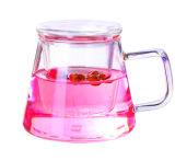 De eerste Kop van de Thee van het Glas van de Kwaliteit met Filter