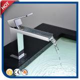 Robinet à levier unique de bassin de salle de bains de robinet de bassin de cascade à écriture ligne par ligne (HC12051)