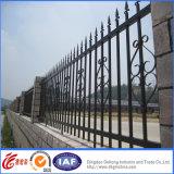 Galvanisierter Qualitäts-bearbeitetes Eisen-Zaun