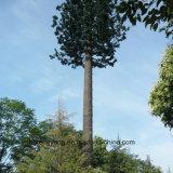 タワーを隠すごまかされた松の木のアンテナ
