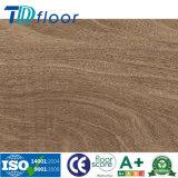 Le bois profond a gravé la colle en bois de configuration cliquettent vers le bas le plancher de Lvt d'étage de planche de vinyle de PVC