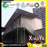 Casa modular pré-fabricada com toldo e balcão