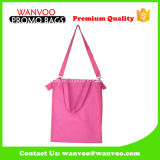 Grand sac à dos imperméable à l'eau noir de cordon de polyester avec le traitement