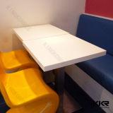 Tabelle rotonde di pietra artificiali moderne del ristorante del cerchio con le presidenze