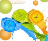 Il quarzo analogico delle donne Yxl-971 del silicone della fascia della gelatina di vendita dei petali belli rossi caldi alla moda del cuore mette in mostra l'orologio