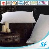 L'oie 100% blanche de couverture de coton se reposent vers le bas