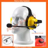 Hinter den hohen Hauptgeräuschen, die gelben Kopfhörer für Funksprechgerät beenden