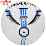 L'unità di elaborazione Footall dell'allievo, gradua la sfera secondo la misura di calcio 4