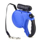 Extremamente por muito tempo trela retrátil do cão de animal de estimação com lanterna elétrica
