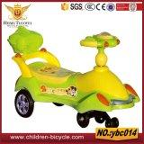 De groene Rit van de Kinderen van de Orang-oetan Roze blauwe op de Auto's van de Schommeling