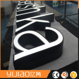 Lettre attirante d'alphabet de lumière avant avec de l'acrylique de face