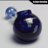 La mano di fumo di vetro convoglia il narghilé del tubo del cucchiaio