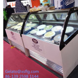 Gelatoのアイスクリームの飾り戸棚