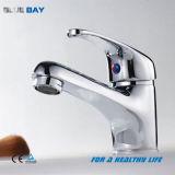 Colpetto di acqua d'ottone del bacino della stanza da bagno della singola leva