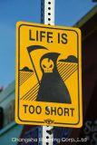 Sinais de tráfego da estrada, fita reflexiva