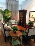 Мебель функционального журнального стола античная
