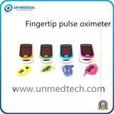 Oxímetro do pulso do dedo com várias cores