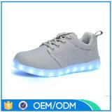 Zapatos superiores de Breatheable LED del acoplamiento del producto más nuevo 2016, fábrica de zapatos de China LED